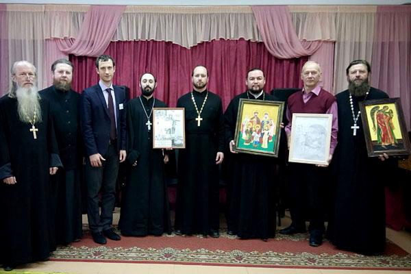 Рязанскому геронтологическому центру передали картины, написанные осужденными исправительных учреждений региона