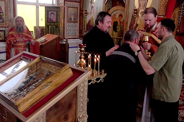 В ИК-5 осужденные приняли Таинство Крещения