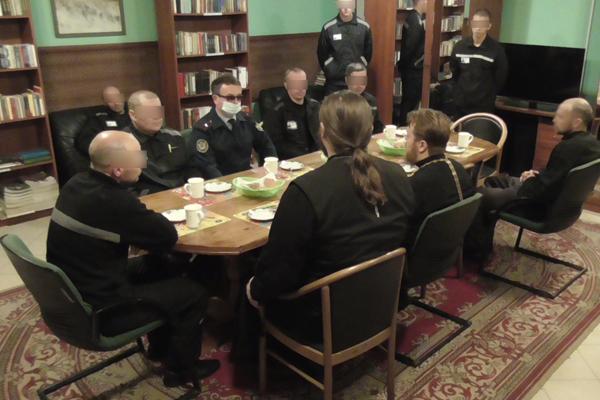 Встреча осужденных с представителями РПЦ в библиотеке при Храме