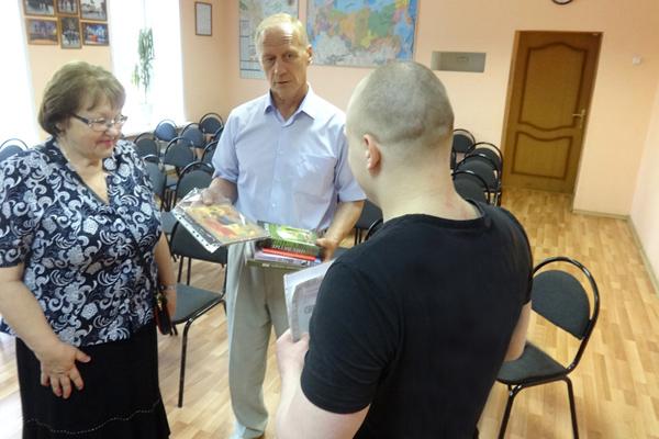 В СИЗО-1 вручили свидетельство об окончании курса «Основы православного вероучения»