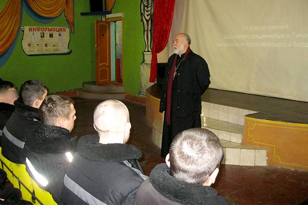Представитель Русской Православной Церкви рассказал аудитории осужденных о том, как не попасть в радикальные течения.