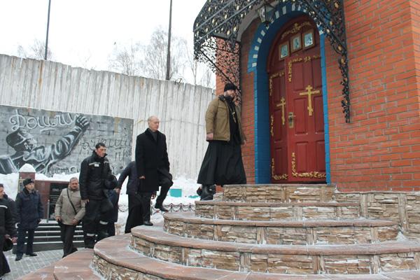 Гости ознакомились с историей храма Покрова Пресвятой Богородицы, расположенного на территории жилой зоны